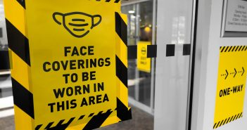 A sign indicating that face coverings must be worn in that area
